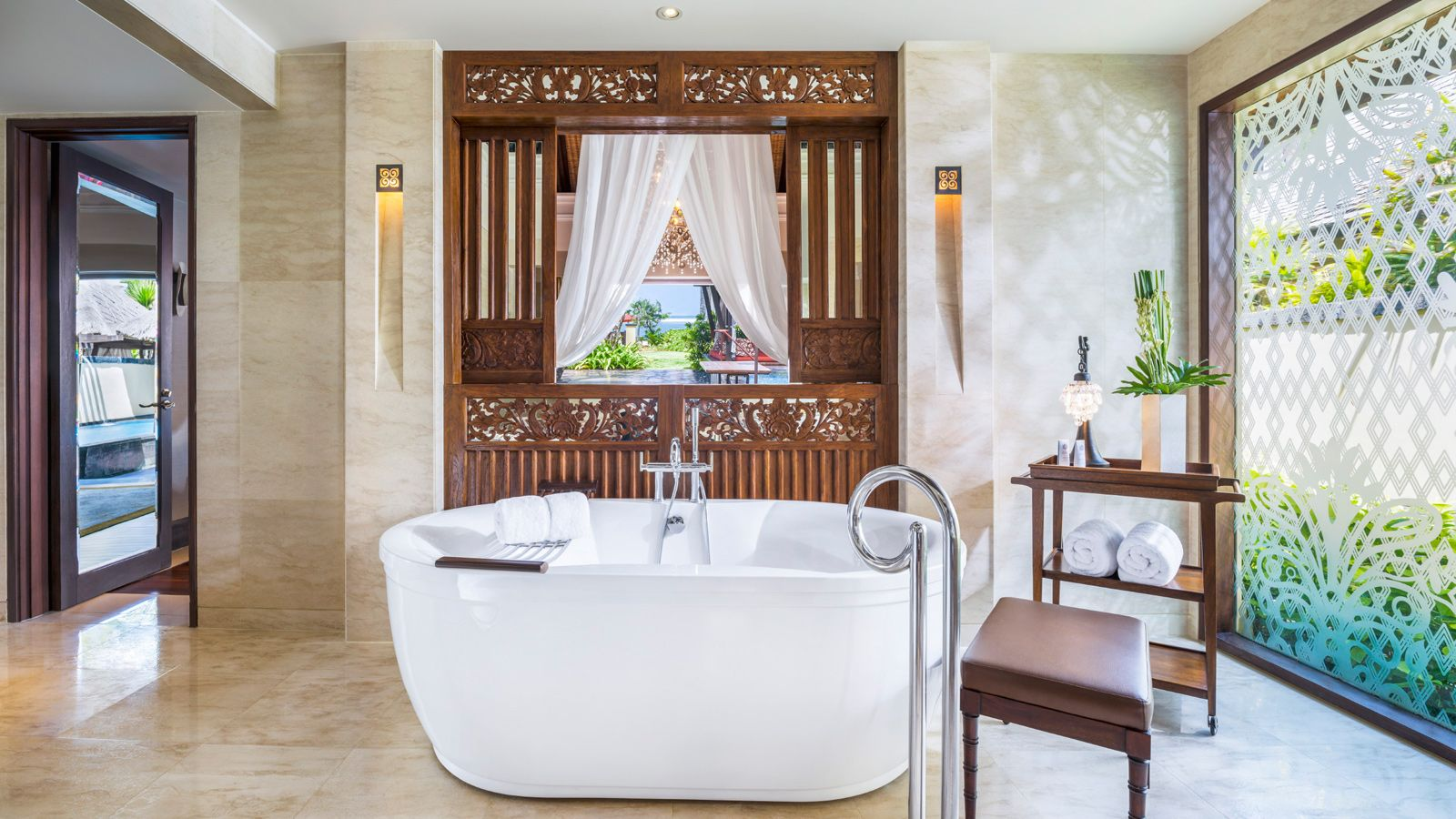 strand villa bathroom